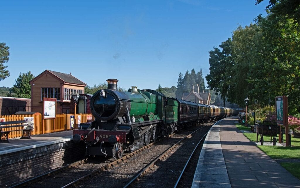 6960 Raveningham Hall runs through Arley.